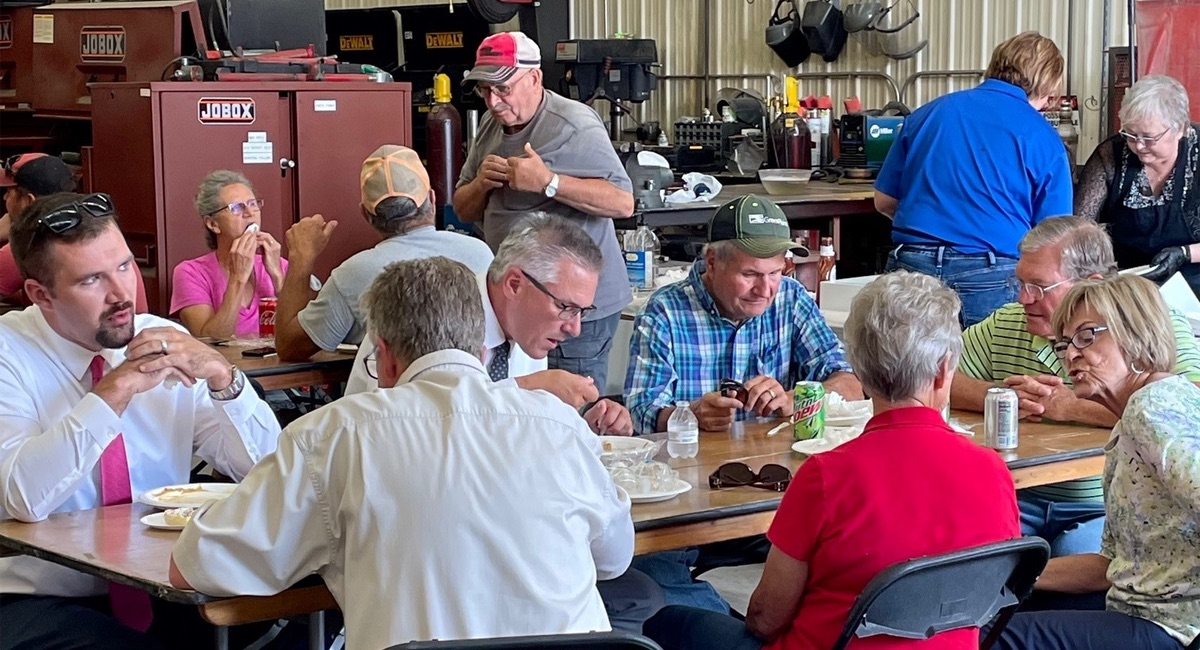 Otter Tail customers and community members eating lunch